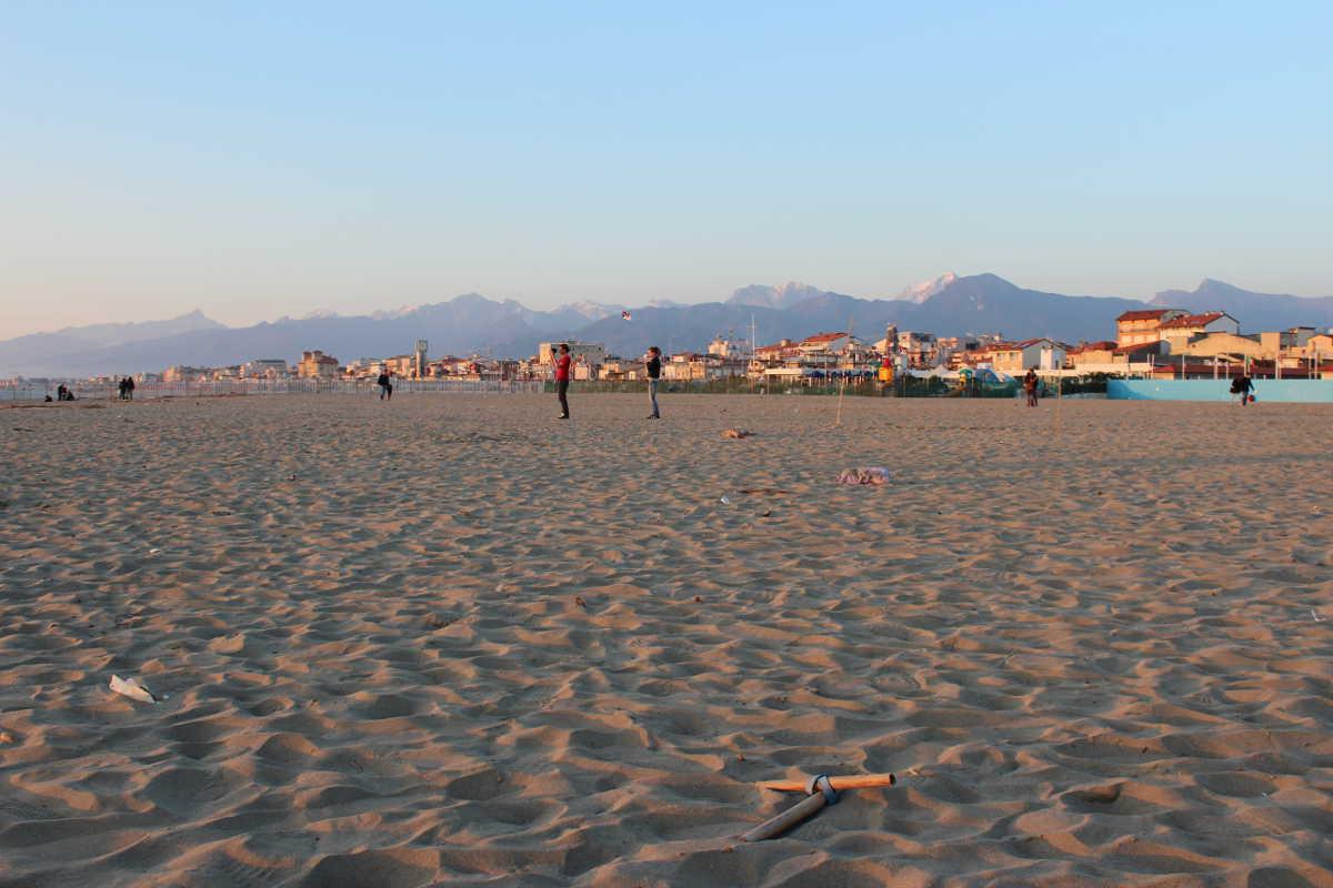 Carnivale di Viareggio Beach Mountains