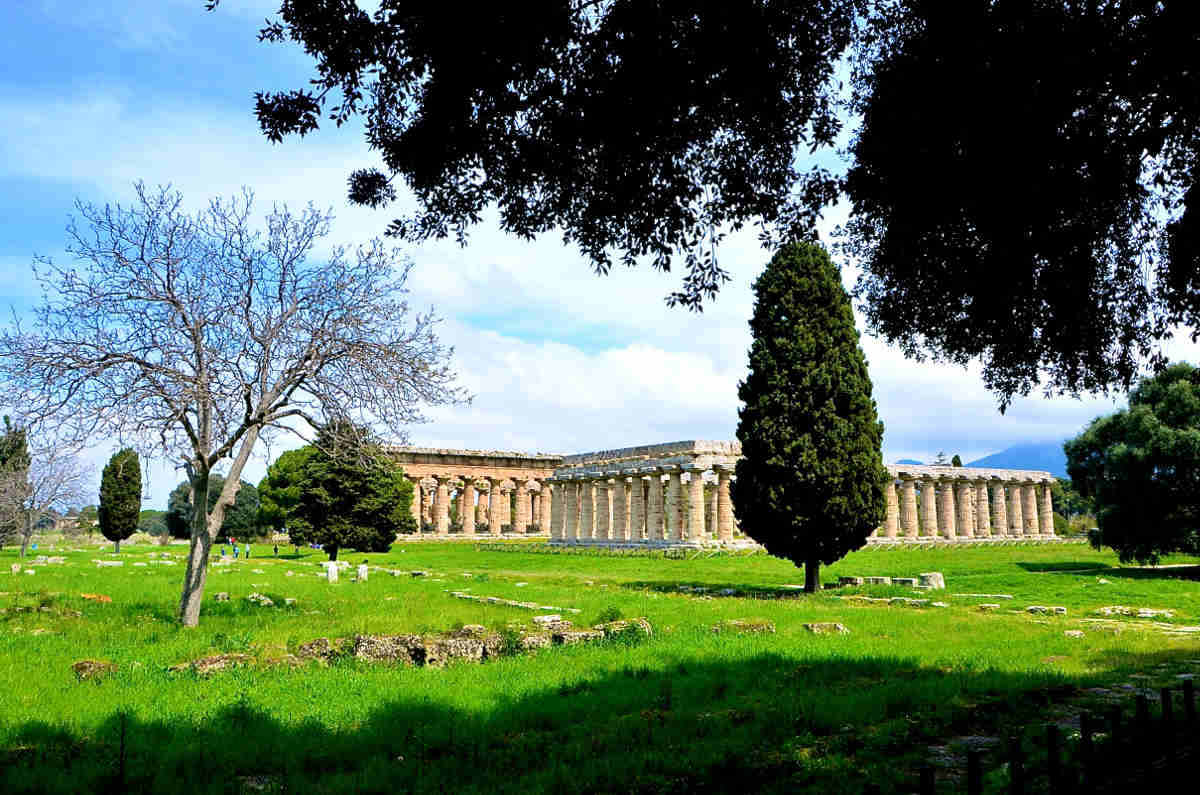archaeological sites in italy temple of neptume and basilica paestum