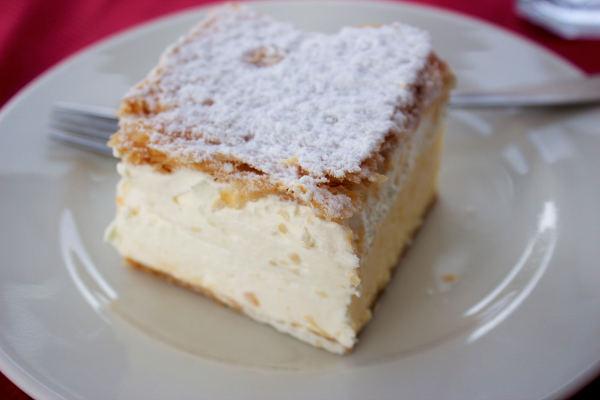 kremsnita-lake-bled-cream-cakemini