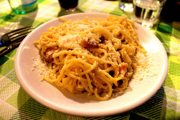 pasta alla carbonara authentic living rome italy