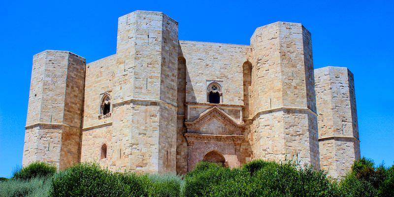 Castel del Monte - Quick Travel Guide to Puglia