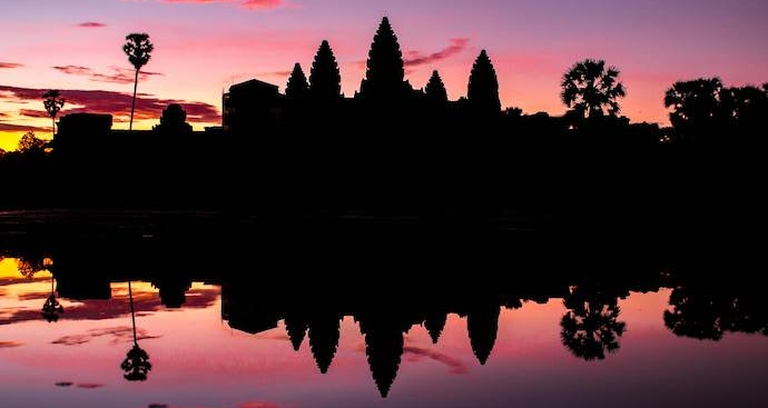 Benefits of Traveling Abroad - Internet Ankor Wat - Authentic Traveling