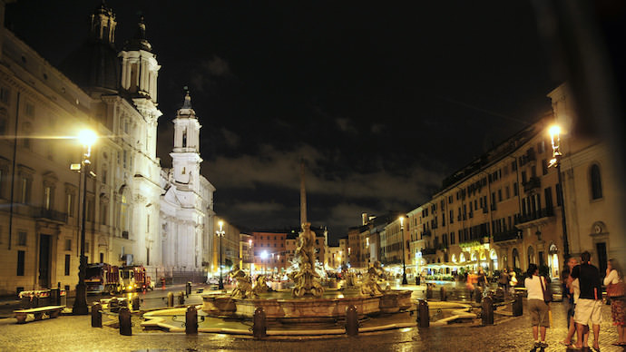 How to Save Money and Avoid Crowds in Rome - Piazza Navona Night - Authentic Traveling