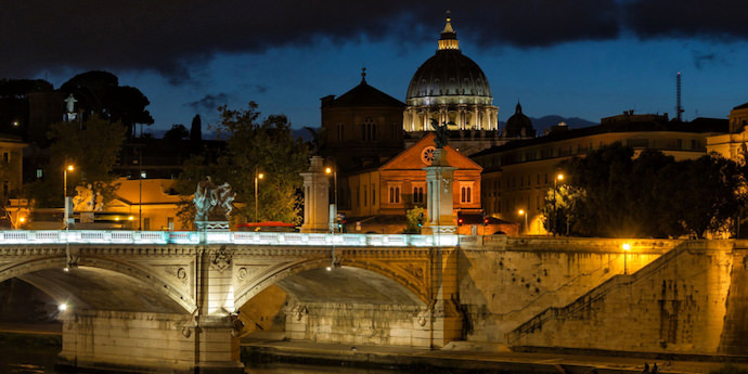 How to Save Money and Avoid Crowds in Rome - Rome at Night - Authentic Traveling