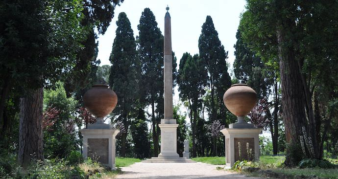 How to Save Money and Avoid Crowds in Rome - Villa Celimontana - Authentic Traveling