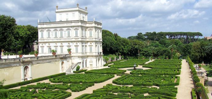 How to Save Money and Avoid Crowds in Rome - Villa Doria Pampijli - Authentic Traveling