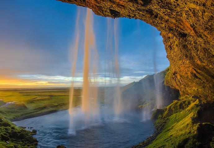 Travel Community - Iceland - Authentic Traveling